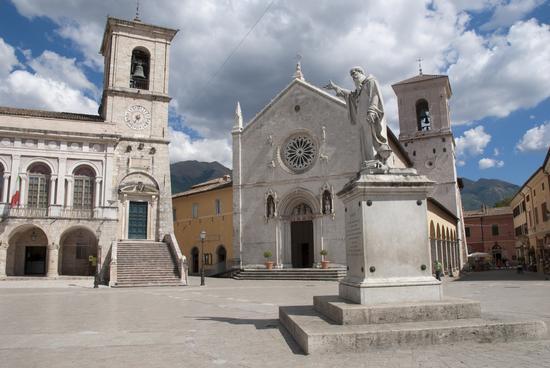 Norcia, Piazza San Benedetto (1066 clic)