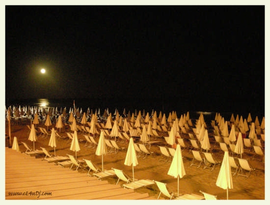 Beach By Night - Terracina (4770 clic)