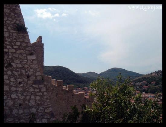 Itri.. vista verso il Castello (2563 clic)