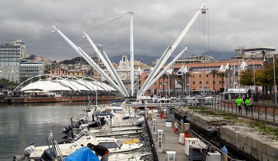 Piazza delle feste - Genova (800 clic)