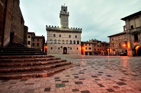 Piazza Grande all'alba. - Montepulciano (1566 clic)