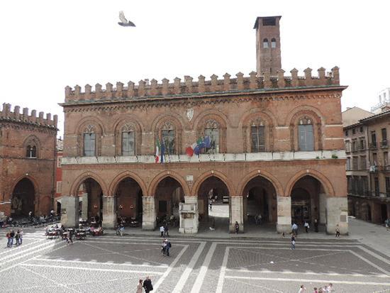 Il palazzo comunale - Cremona (1015 clic)