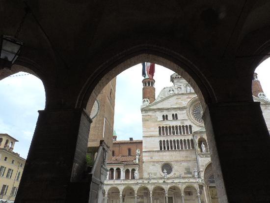 Gli archi del palazzo comunale - Cremona (848 clic)