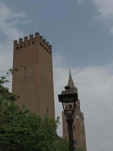 La Torre _ Il Torrazzo e lampione - Cremona (806 clic)