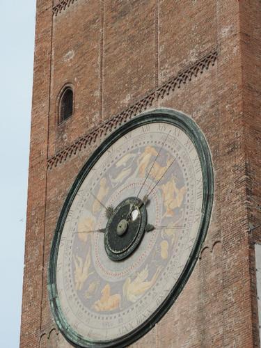 Particolare dell'orologio astronomico del Torrazzo - Cremona (802 clic)