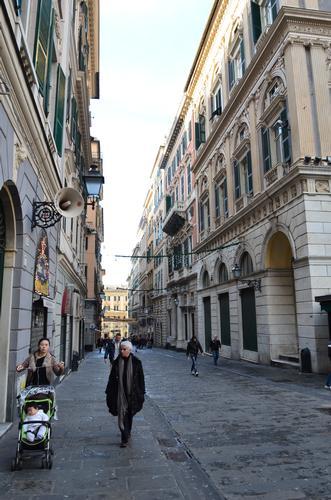 Una via di Genova (1041 clic)
