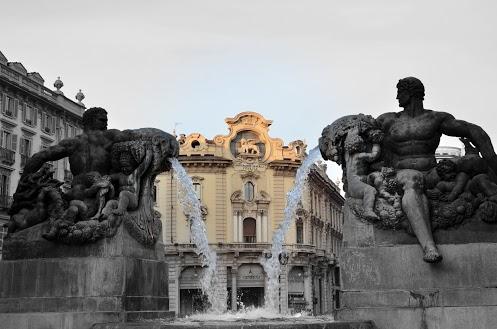 La fontana in piazza Solferino - Torino (763 clic)