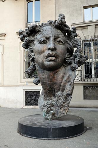 Scultura in Piazza Solferino - Torino (933 clic)
