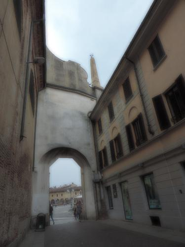 Scorcio della piazza ducale  Vigevano (951 clic)