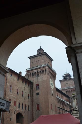 Uno scorcio del Castello - Ferrara (645 clic)