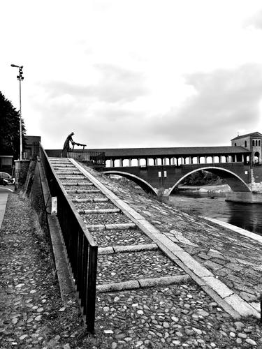 Ponte coperto a Pavia in b/n (691 clic)