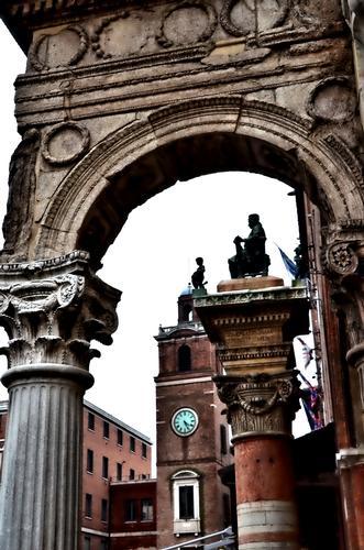 Ferrara ....particolare (714 clic)