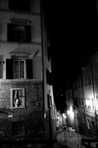 Tra le stradine antiche a Siena (643 clic)
