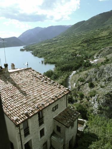 Lago  Barrea (1592 clic)