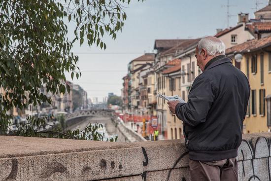Leggendo sui navigli..... - Milano (771 clic)
