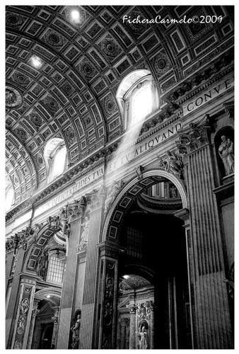 Luce - Basilica di S.Pietro - San pietro (1042 clic)