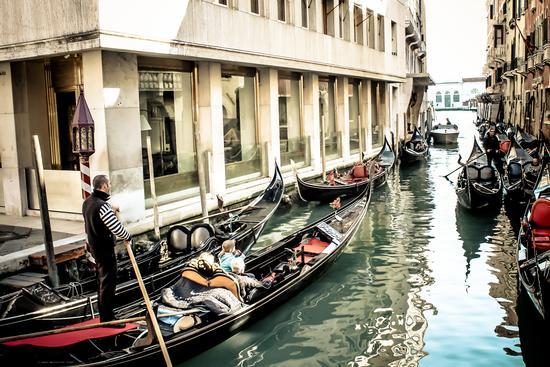 in gondoleta per il Canal Grande !!! - Venezia (1118 clic)