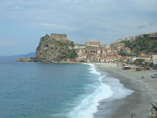 Spiaggia e Castello di Scilla (1001 clic)