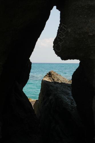 Il mare tra gli scogli - Tropea (1276 clic)