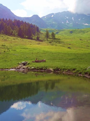 la timida montagna si guarda nel lago - Ollomont (1694 clic)