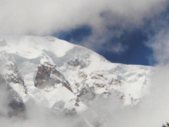 la nuvola che incornicia la montagna - Courmayeur (1309 clic)