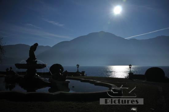 Luce, controluce e nebbia sul lago. - Tremezzo (605 clic)