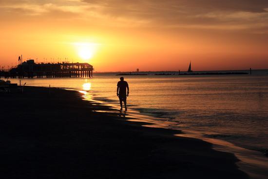 passeggiata al tramonto - Gabicce mare (1447 clic)