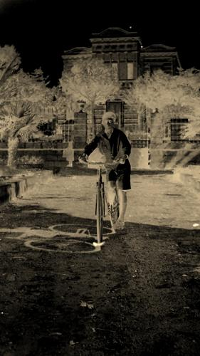 ragazzo con bici - Giuliano di lecce (1333 clic)