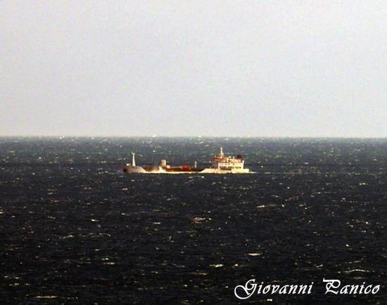 Contro vento nel Canale d'Otranto - Marina di novaglie (636 clic)