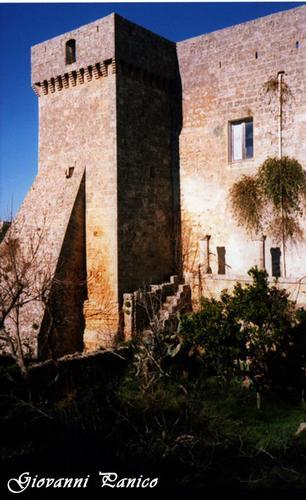 Castello - Giuliano di lecce (742 clic)