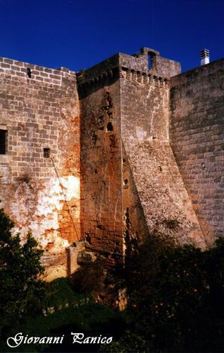 Castello - Giuliano di lecce (624 clic)