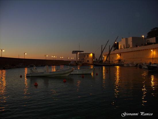 Le prime luci dell'alba. - Tricase porto (1034 clic)