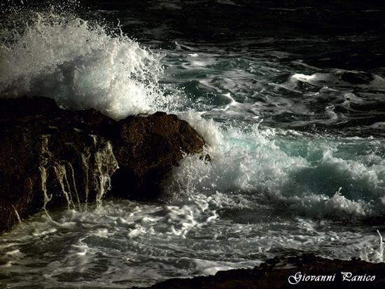 E il mare sbatte gli scogli... - Tricase porto (1117 clic)