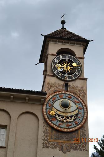 l'orologio in silenzio segna il tempo che passa..... - Merano (910 clic)
