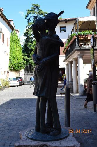 il bacio - Bassano del grappa (543 clic)