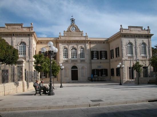 Palazzo LA PIRA - POZZALLO - inserita il 12-Aug-07