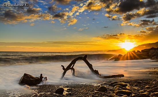 Un tramonto salato in spiaggia a Voltri - Genova (3670 clic)