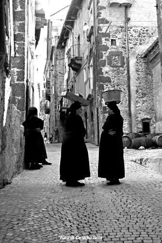 donne di Scanno (1812 clic)