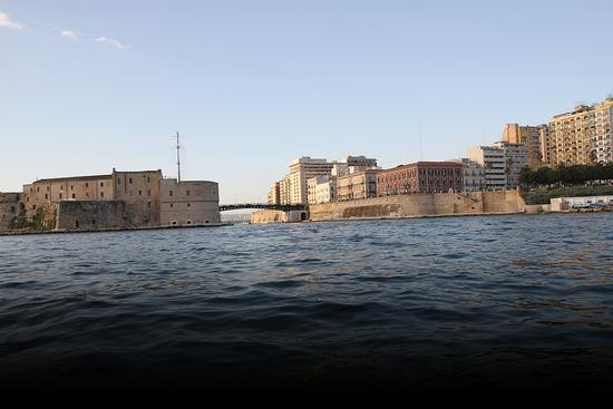 Taranto, il ponte girevole. (1035 clic)