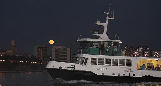 Taranto, la Clodia e la luna. (875 clic)