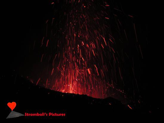 Le esplosioni di IDDU. - Stromboli (404 clic)