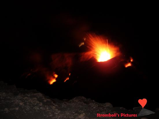 Attività vulcanica dello Stromboli. (989 clic)