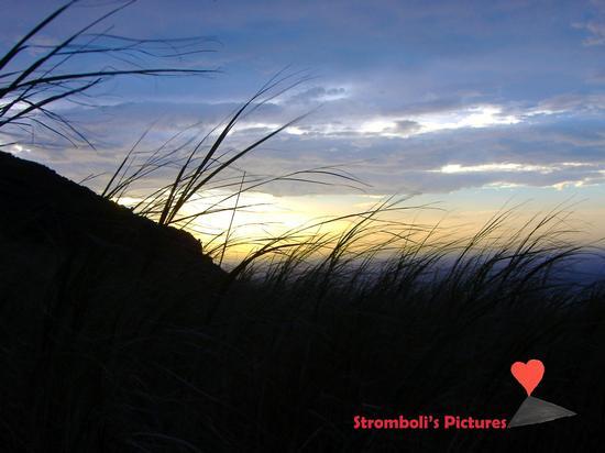 Stromboli al calar della sera. (500 clic)