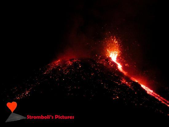 Stromboli volcanic activity. (498 clic)