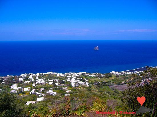 Il paese di Stromboli. - STROMBOLI - inserita il 27-Nov-14