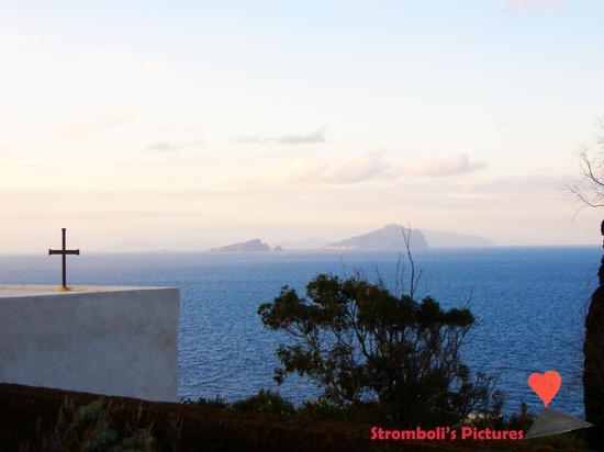 Vista panoramica su Panarea da Ginostra. (773 clic)