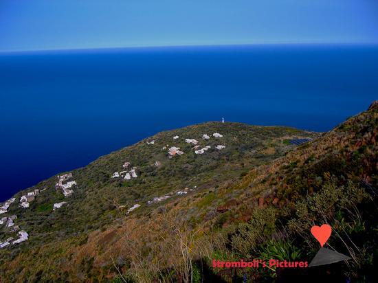 Vista panoramica sul paese  di Ginostra (436 clic)
