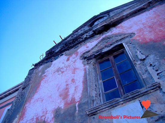 La facciata della chiesa  di San Vincenzo a  Ginostra. (664 clic)