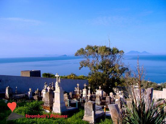Il cimitero di  Ginostra. (847 clic)