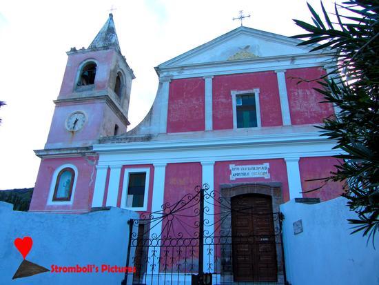 La chiesa di San Bartolo a Stromboli (366 clic)